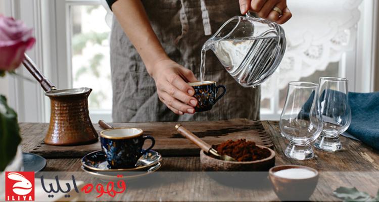 اندازه گیری آب برای قهوه ترک