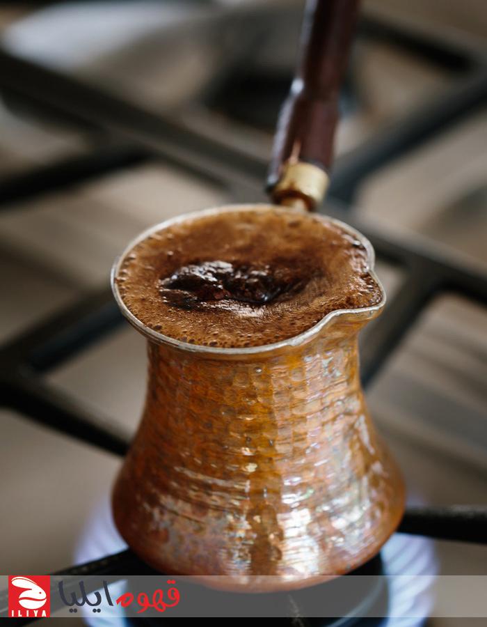 طرز تهیه قهوه ترک با قهوه جوش مسی