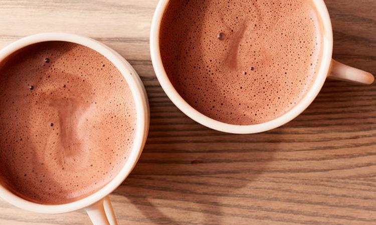 طرز تهیه هات چاکلت با شیر