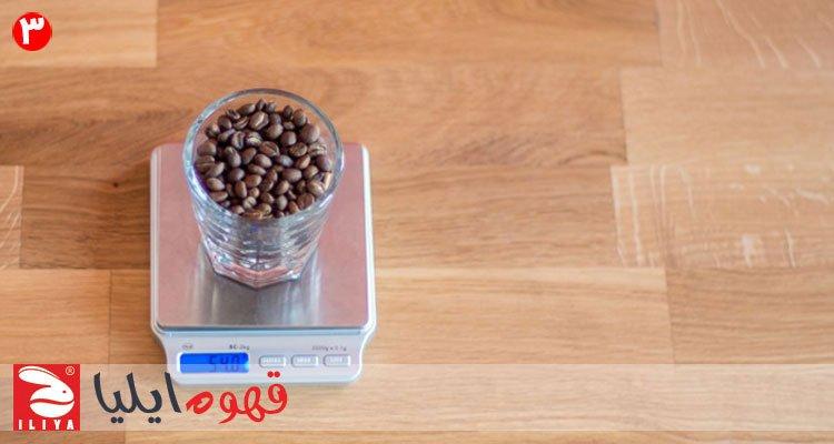 وزن کردن دانه قهوه